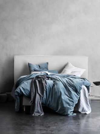 Vittoria Linen Slipcover Bedhead in Milk - King